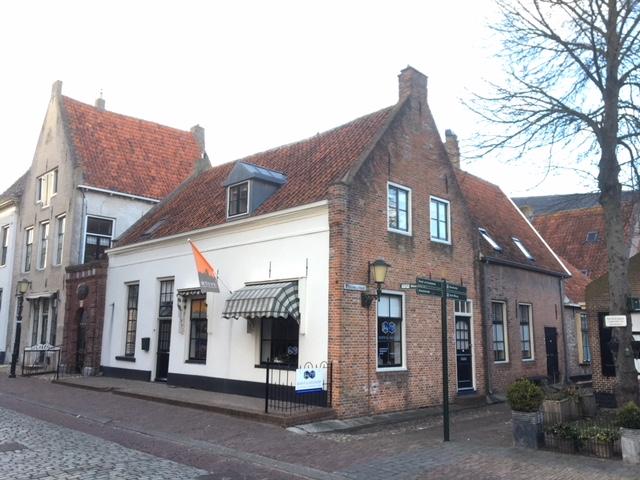 Kantoor en 2 huur appartementen – Elburg